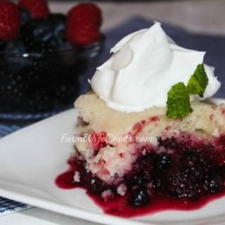 Casserole Crock Pot Dump Cake with Mixed Berries