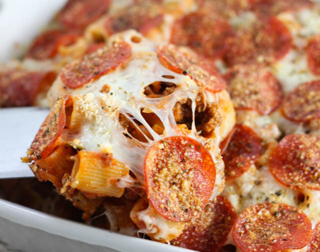 This Pepperoni Pizza Pasta Casserole is easy to make and has all the yummy flavors of pizza but in a casserole! Kids (and adults) will line up for this dish!