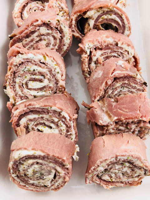 Are you looking for a low-carb appetizer for the holidays? These Low-Carb Roast Beef Roll-Ups are an easy, make-ahead appetizer that will disappear before your eyes!